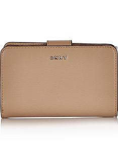 dkny-bryant-small-carryall-wallet-tan
