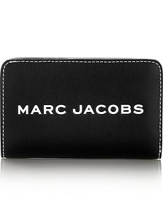 marc-jacobs-tag-compact-wallet-black