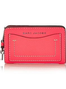 marc-jacobs-the-grind-compact-wallet-pink