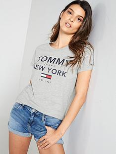 tommy-jeans-essential-graphic-t-shirt-grey