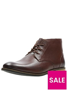 clarks-flow-leather-boot