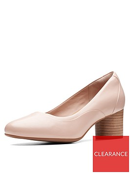 clarks-unstructured-un-cosmo-step-court-heeled-shoes-nude