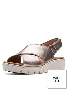 33e2385d1b Clarks Unstructured Un Karley Sun Wide Fit Flat Sandals - Gold Metallic