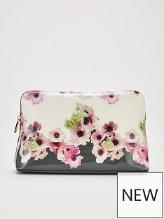 ted-baker-ruthinnbspneapolitan-washbag-ivory