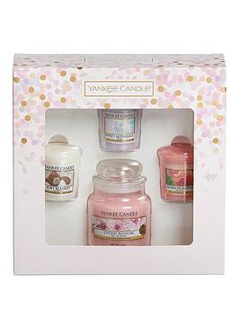 yankee-candle-1-small-jar-candle-and-3-votive-candle-gift-set