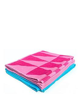 downland-triangle-beach-towel-pair