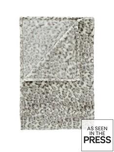 catherine-lansfield-leopard-throw