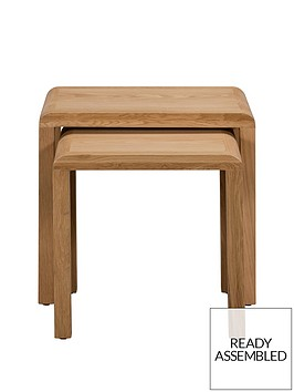julian-bowen-newman-curve-ready-assembled-solid-oak-and-oak-veneer-nest-of-2-tables