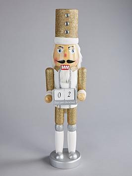 wooden-nutcracker-christmas-countdown-calendar