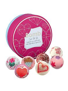 bomb-cosmetics-love-me-do-creamer-bath-bomb-gift-set
