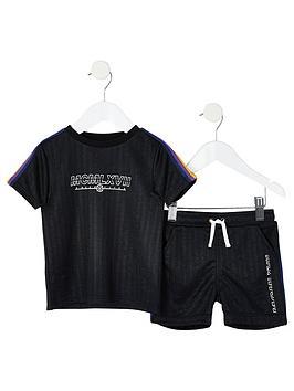 river-island-mini-boys-black-taped-t-shirt-outfit