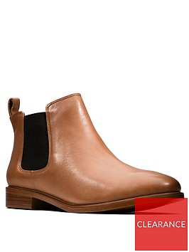 clarks-taylor-shine-ankle-boot-tan