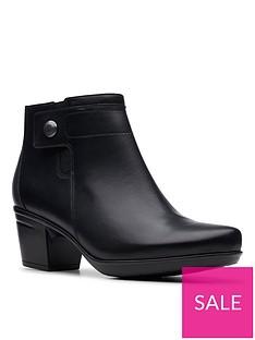 clarks-emslie-parula-shoe-boot