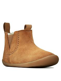 clarks-unisex-roamer-free-soft-sole-ankle-boots-tan