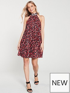 4ea016eacd799d River Island River Island Red Print Halterneck Pleated Dress- Red