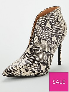 wallis-v-throat-pointed-shoe-boots-stone
