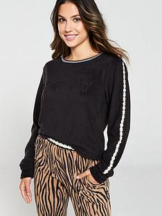 dkny-logo-and-zebra-fleece-jogger-pj-set