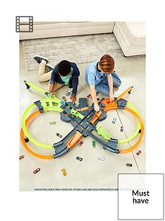 hot-wheels-colossal-crash-track-set