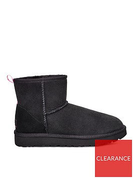 ugg-mini-graphic-logo-ankle-boots-black