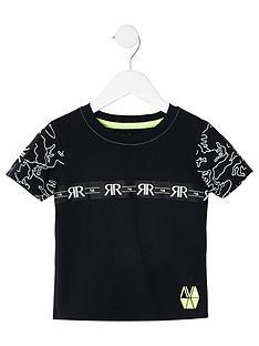 river-island-mini-mini-boys-ri-tape-t-shirt-black