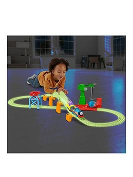 thomas-friends-hyper-glow-in-the-dark-night-delivery-playset