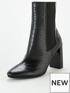 michelle-keegan-daffy-heeled-chelsea-boots-black