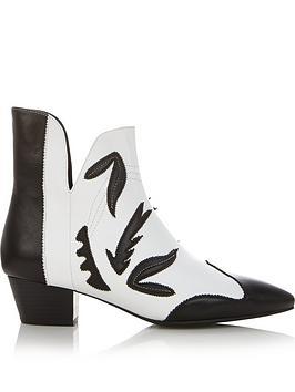 sofie-schnoor-heeled-cowboy-boots-blackwhite