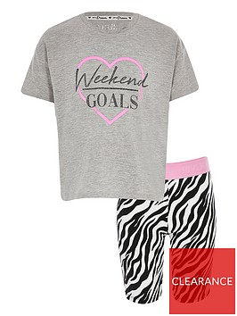 river-island-girls-weekend-goals-cycle-shorts-outfit-pink