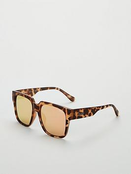 quay-australia-on-the-prowl-oversized-sunglasses