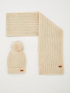 barbour-barbour-saltburn-scarf-and-beanie-hat-gift-set