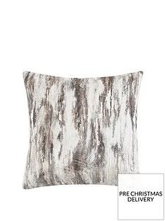luxe-collection-clouds-velvet-cushion