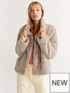 mango-faux-fur-cropped-coat