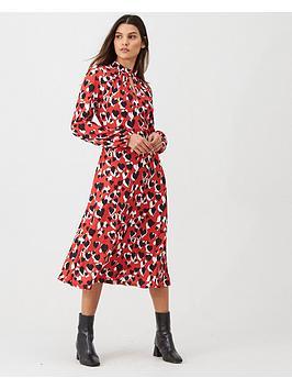 wallis-graphic-heart-print-dress