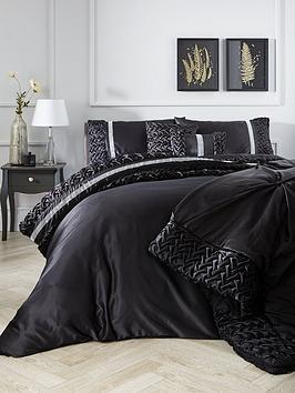 mia-duvet-cover-set-in-black