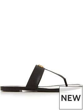 coach-jessie-signature-buckle-thong-sandals-black