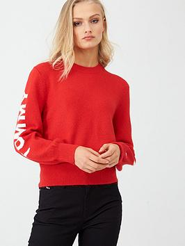 tommy-jeans-logo-sleeve-detail-sweater-racing-red