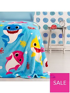 baby-shark-underwater-fleece-blanket