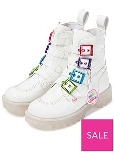 kickers-kizziie-x-confetti-crowd-higher-buckle-vegan-ankle-boot-white