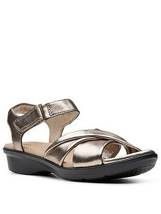 clarks-loomis-chloe-flat-sandal