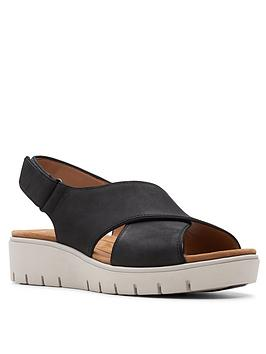 clarks-un-karely-sun-leather-wide-fit-low-wedge-sandal-black