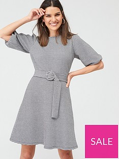 warehouse-gingham-puff-sleeve-dress-mono