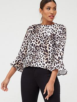 v-by-very-fluted-sleeve-shell-top-leopard-print