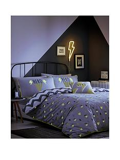 appletree-hero-glow-in-the-dark-duvet-cover-set