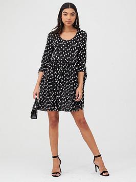 boohoo-boohoo-plisse-long-sleeve-spot-smock-dress-black