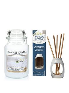 yankee-candle-fluffy-towels-large-jar-candle-and-metallic-pre-fragranced-reed-diffuser-set