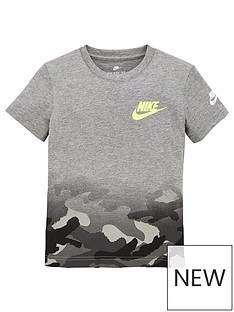 nike-younger-boys-textured-camo-midway-short-sleeve-tee-grey