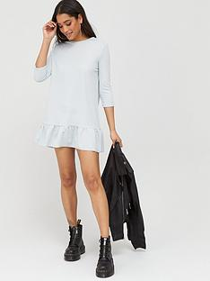 boohoo-jersey-ruffle-hem-shift-dress