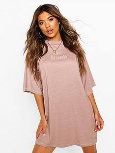 boohoo-slogan-contrast-stitch-t-shirt-dress-pink