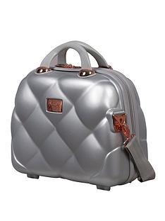 it-luggage-opulent-silver-vanity-case
