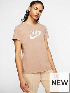 nike-nsw-varsity-t-shirt-pinknbsp